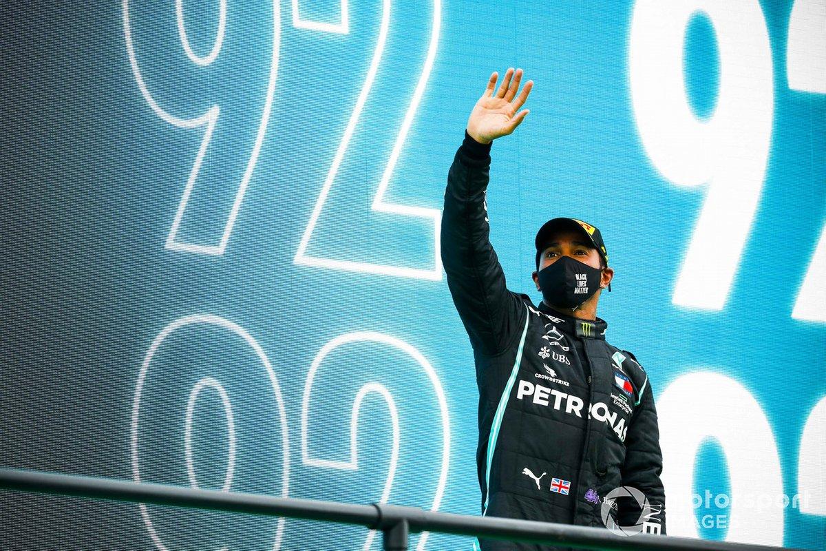Podio: il vincitore della gara Lewis Hamilton, Mercedes-AMG F1