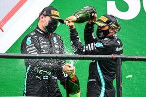 Podio: Peter Bonnington, ingeniero de Mercedes AMG, ganador de la carrera Lewis Hamilton, Mercedes-AMG F1, segundo lugar Valtteri Bottas, Mercedes-AMG F1