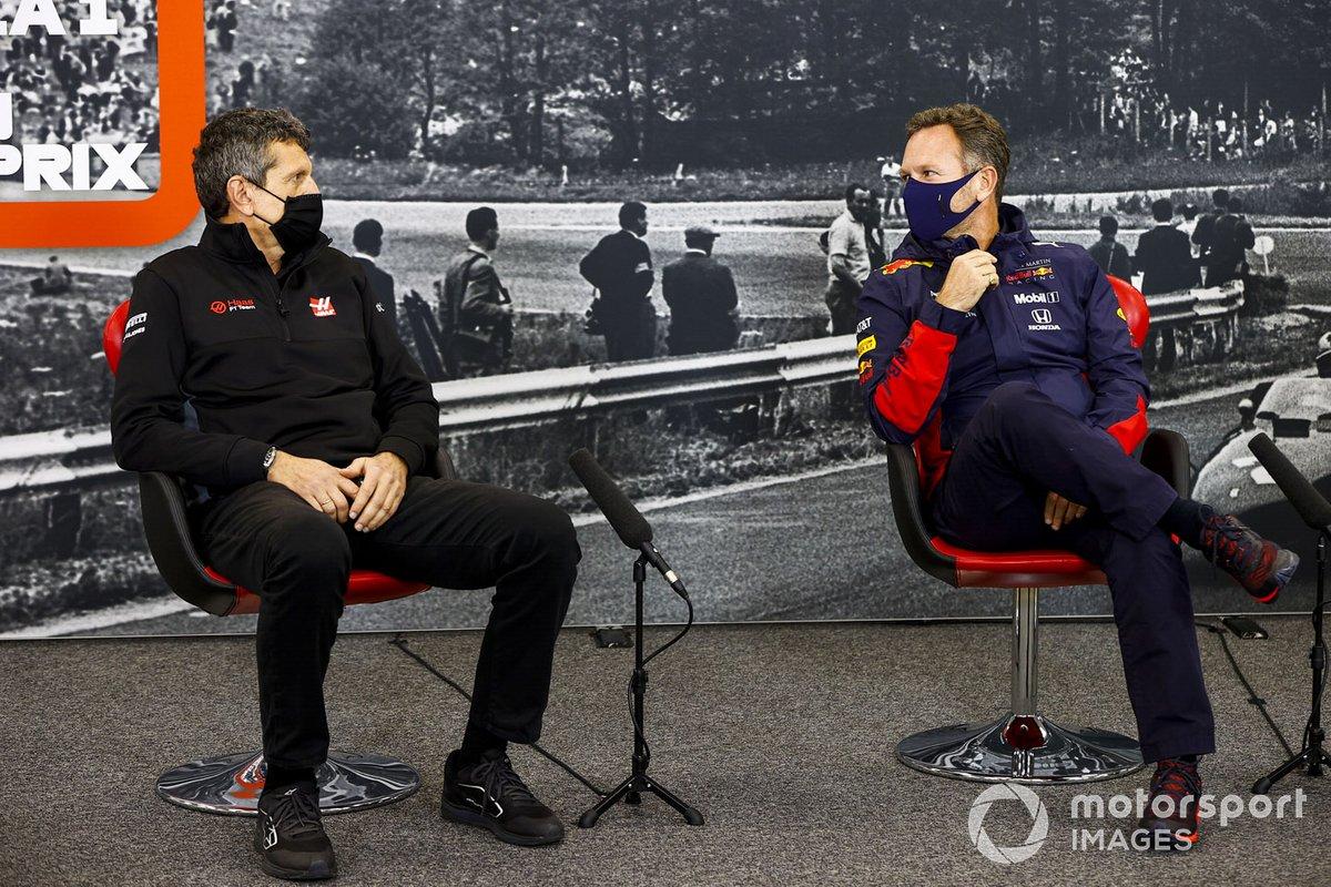 Guenther Steiner, director del equipo, Haas F1 y Christian Horner, director del equipo, Red Bull Racing en la conferencia de prensa