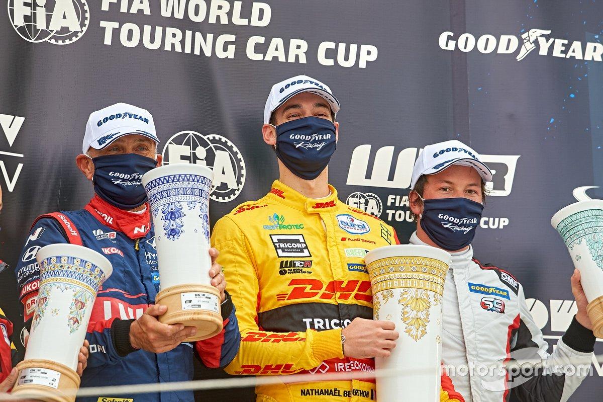 Podio: il vincitore Nathanael Berthon, Comtoyou DHL Team Audi Sport Audi RS3 LMS, secondo posto Gabriele Tarquini, BRC Hyundai N LUKOIL Squadra Corse Hyundai i30 N TCR, terzo posto Jean-Karl Vernay, Mulsanne Alfa Romeo Giulietta TCR