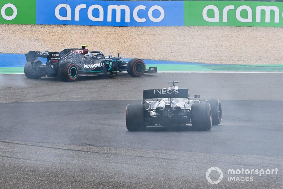 Valtteri Bottas, Mercedes F1 W11,con problemas se abre para que Lewis Hamilton, Mercedes F1 W11 pase