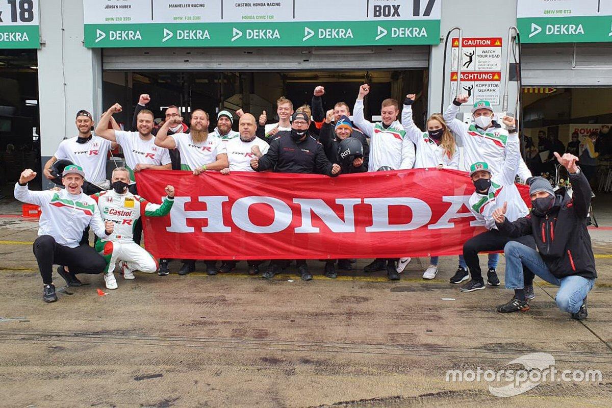 #170 Team Castrol Honda Racing Fugel Sport, Honda Civic Type R TCR: Dominik Fugel, Tiago Monteiro, Markus Oestreich, Esteban Guerrieri
