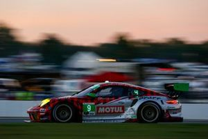 #9 Pfaff Motorsports Porsche 911 GT3 R, GTD: Dennis Olsen, Zacharie Robichon, Lars Kern
