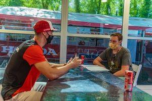 Tim Gajser, Team HRC, intervistato da Tim Gerth, giornalista di Motorsport.com