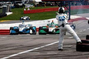 Josef Newgarden, Team Penske Chevrolet, Colton Herta, Andretti Harding Steinbrenner Autosport Honda, pit stop