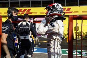 Daniil Kvyat, AlphaTauri, in the pit lane