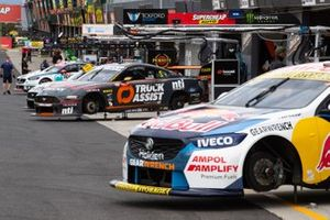 Supercars in der Boxengasse in Bathurst