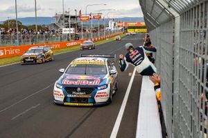 Race winners Shane van Gisbergen and Garth Tander, Triple Eight Race Engineering Holden