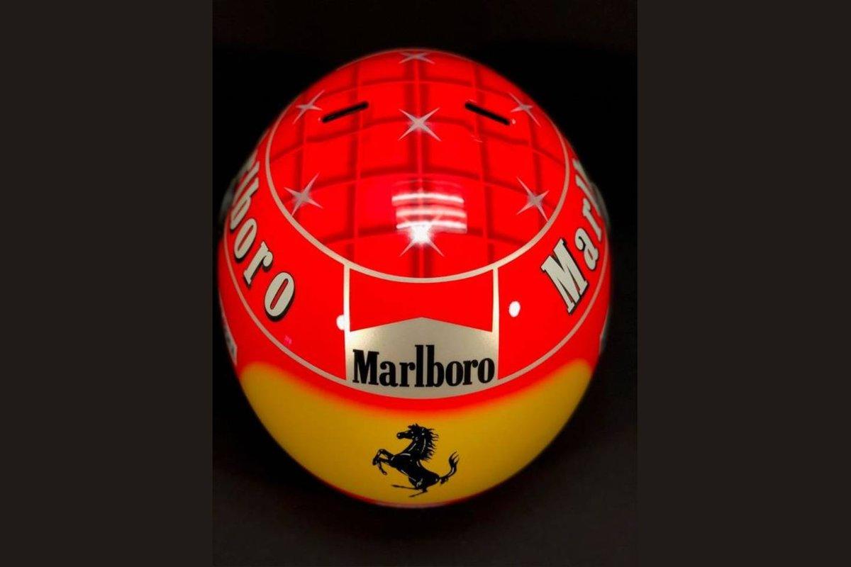 Gesigneerde replicahelm van Michael Schumacher uit het jaar 2000 aangeboden door Catawiki