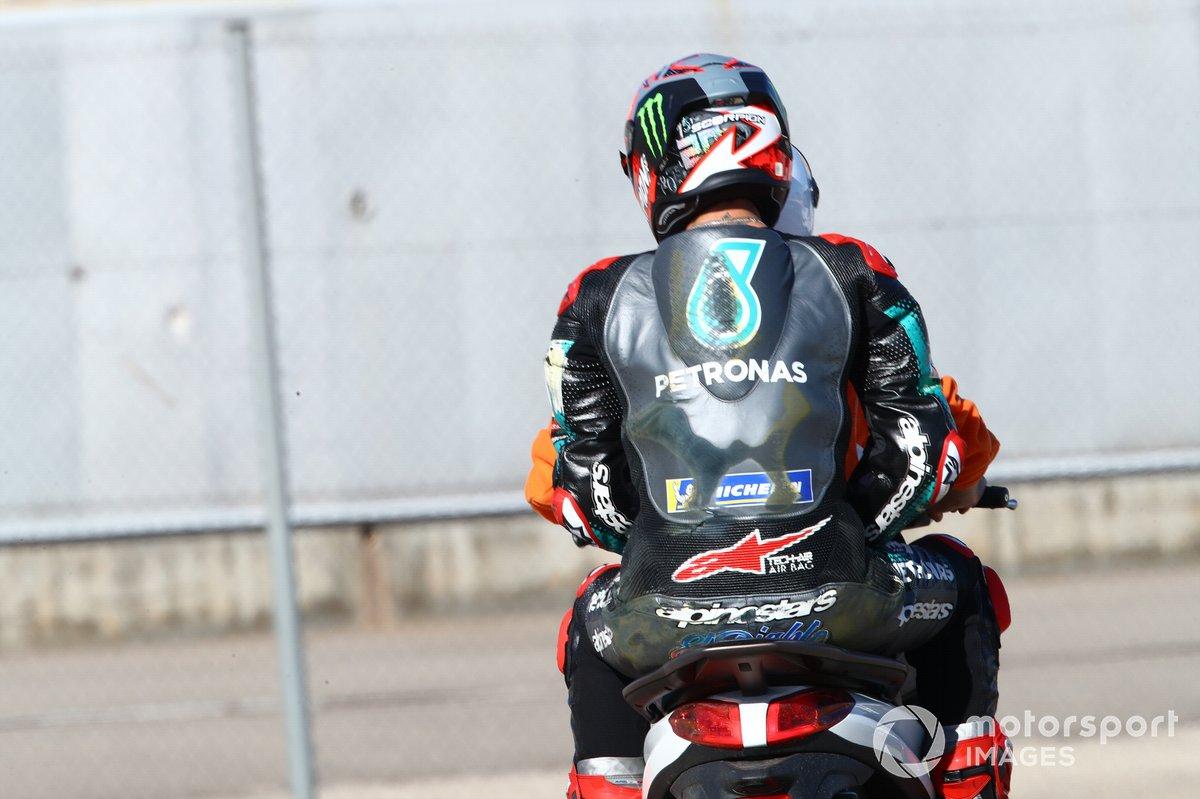 Fabio Quartararo, Petronas Yamaha SRT después de la caída