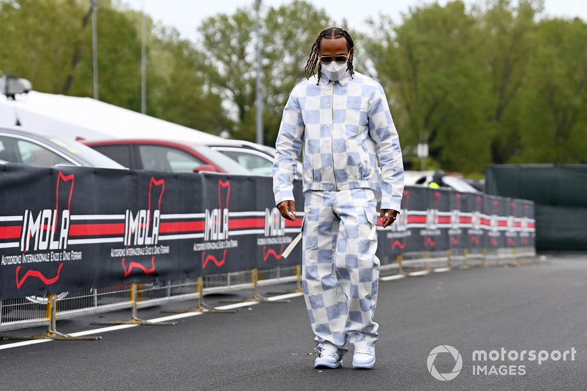 Lewis Hamilton, Mercedes, llega al circuito