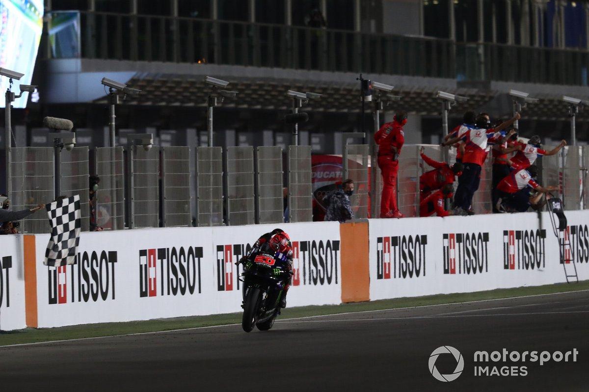 Fabio Quartararo, Yamaha Factory Racing taglia per primo il traguardo e vince il Gran Premio di Doha