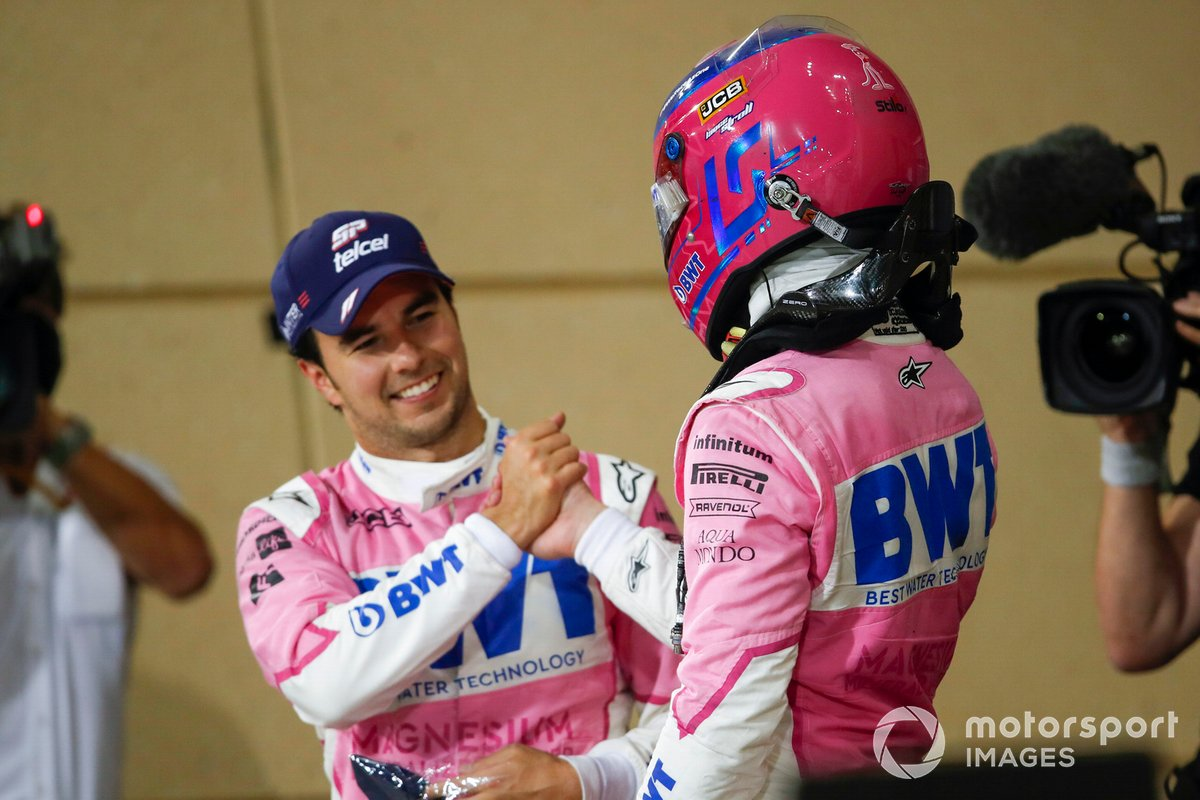 Ganador Sergio Pérez, Racing Point, y Lance Stroll, Racing Point, 3ª posición, se felicitan en Parc Ferme