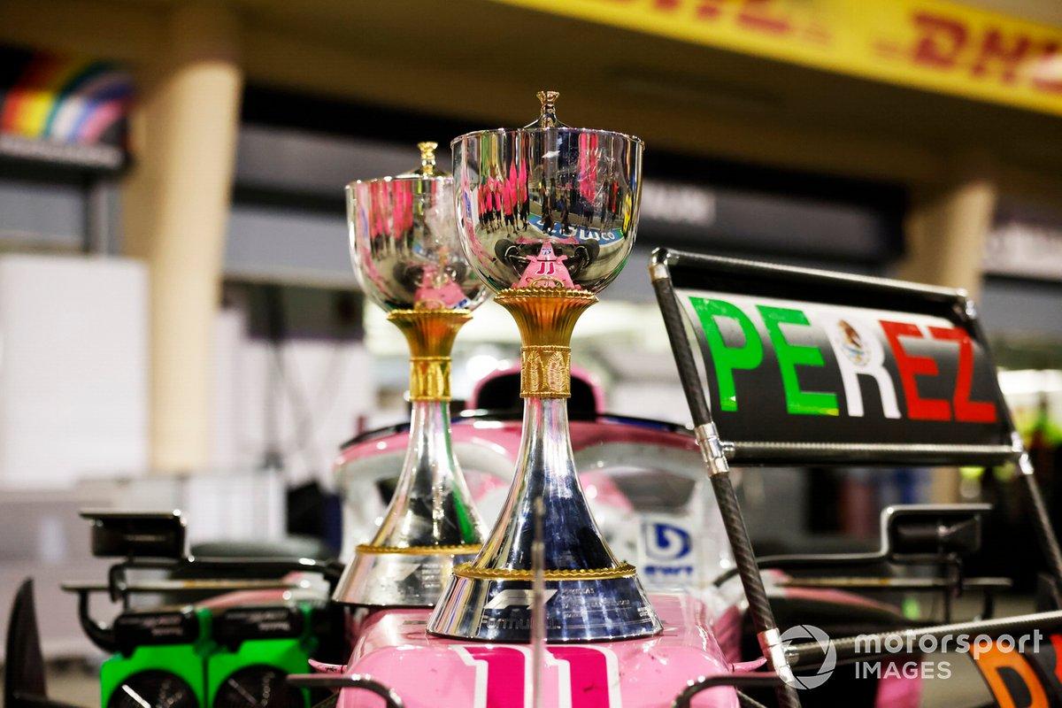 Los trofeos de ganador en el auto de Sergio Pérez, Racing Point RP20