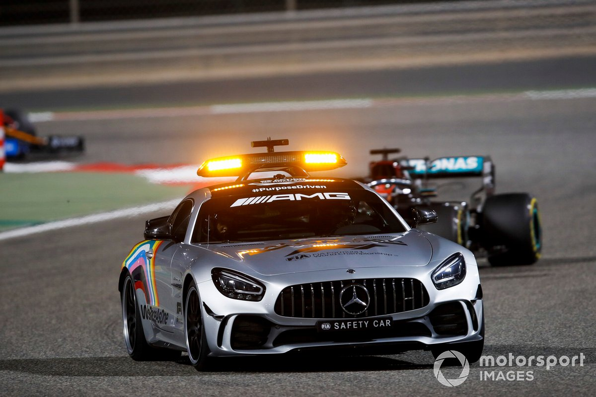 La Safety Car davanti a George Russell, Mercedes F1 W11