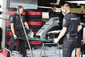 Nez et aileron avant de la Mercedes AMG F1 W06