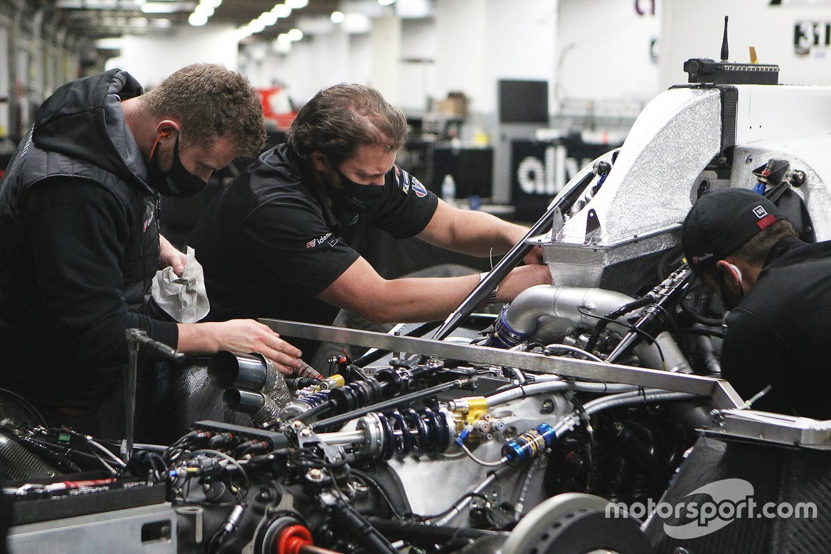 #55 Mazda Motorsports Mazda DPi, meccanici