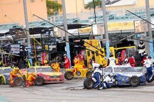 Brad Keselowski, Team Penske, Ford Mustang Dent Wizard' Joey Logano, Team Penske, Ford Mustang Shell Pennzoil