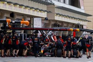 Max Verstappen, Red Bull Racing RB16, dans les stands