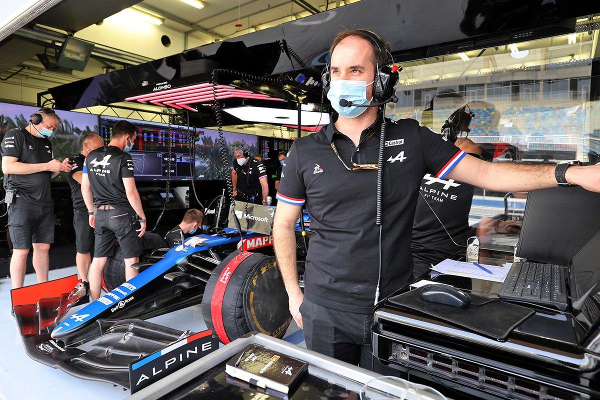 Karel Loos, ingeniero de carrera de Alpine F1, y Fernando Alonso, Alpine F1