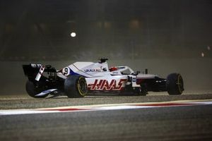 Nikita Mazepin, Haas VF-21, crashes out on the opening lap