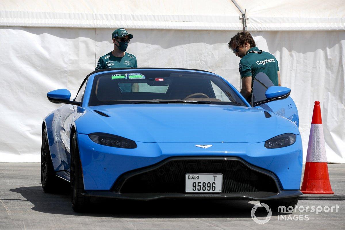 Sebastian Vettel, Aston Martin, llega al circuito