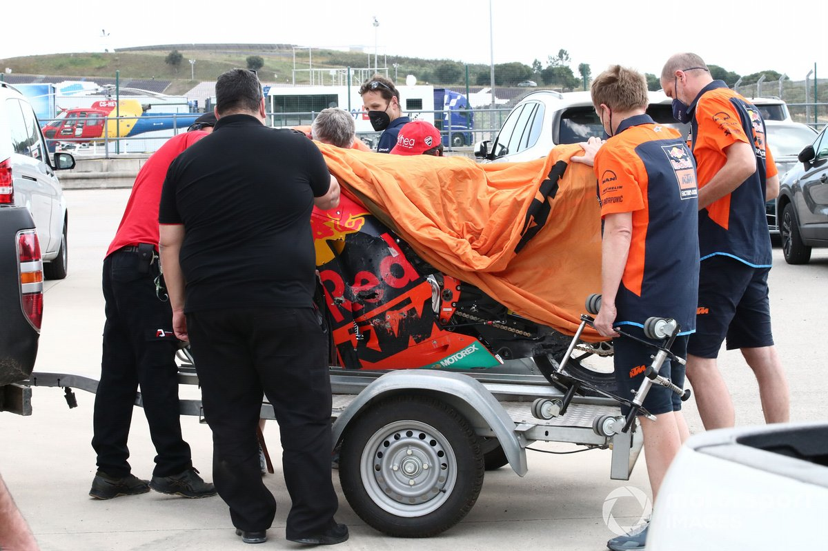 Moto de Miguel Oliveira, Red Bull KTM Factory Racing tras la caída
