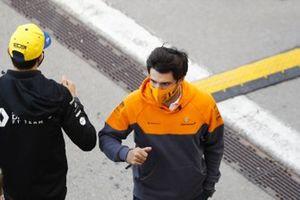 Carlos Sainz Jr., McLaren and Esteban Ocon, Renault F1 in the paddock