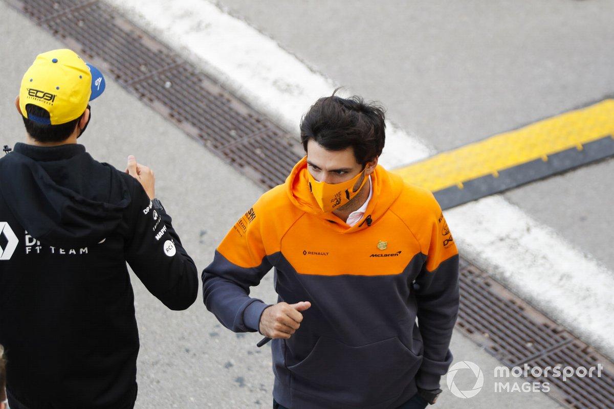 Carlos Sainz Jr., McLaren, Esteban Ocon, Renault F1