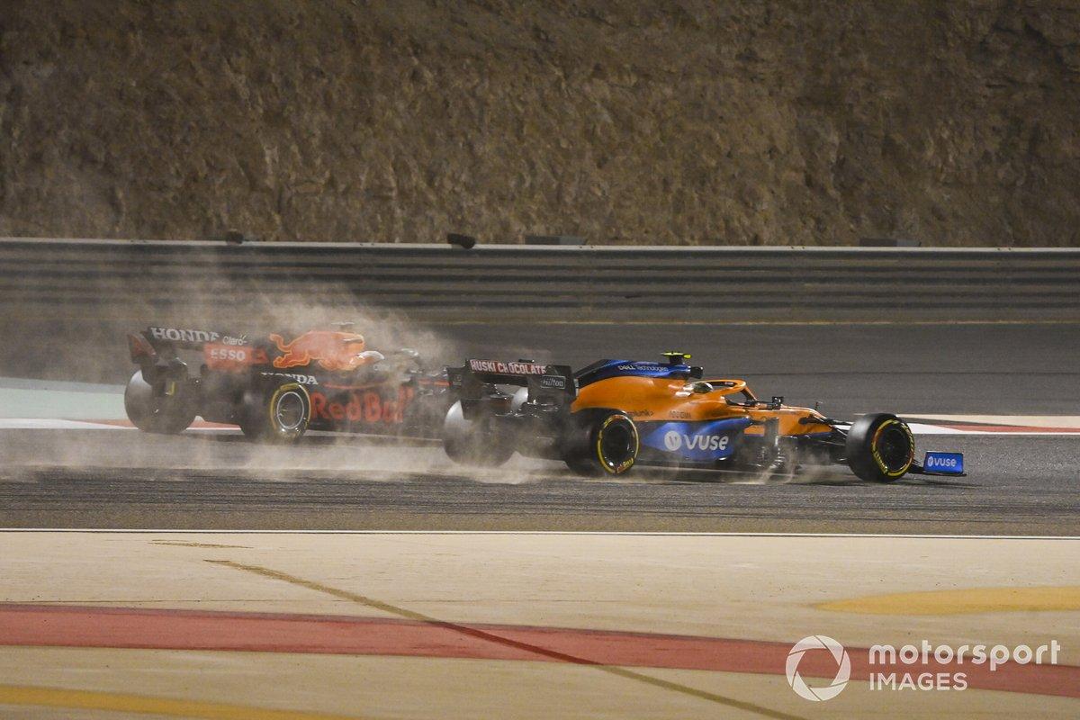 Lando Norris, McLaren MCL35M, Max Verstappen, Red Bull Racing RB16B