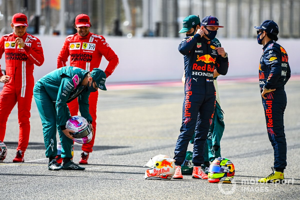 Sebastian Vettel, Aston Martin, Max Verstappen, Red Bull Racing, y Sergio Pérez, Red Bull Racing