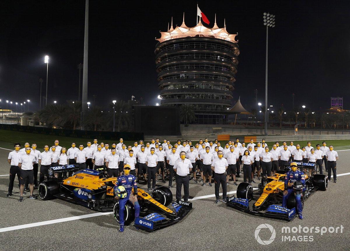 Групповое фото McLaren