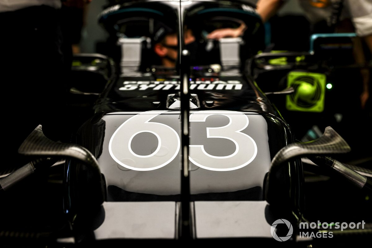Coche de George Russell, Mercedes F1 W11 en el garaje