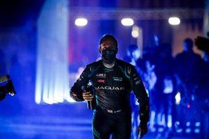 Race winner Sam Bird, Panasonic Jaguar Racing festeggia nel parco chiuso