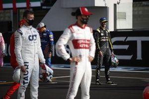 Daniel Ricciardo, Renault F1, durante la foto de grupo de los pilotos al final de la temporada