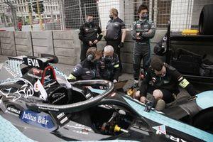 Mitch Evans, Jaguar Racing, Jaguar I-Type 5, on the grid with mechanics