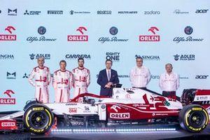 Antonio Giovinazzi, Kimi Raikkonen, Robert Kubica, Alfa Romeo Racing, Antonio Giovinazzi, Kimi Raikkonen, Robert Kubica, Alfa Romeo Racing, Daniel Obajtek, PKN Orlen/PDG, Frédéric Vasseur, Team Principal, Jan Monchaux, Directeur Technique