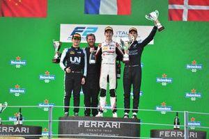 Guanyu Zhou, Uni-Virtuosi Racing, 2nd position, Theo Pourchaire, ART Grand Prix, 1st position, and Christian Lundgaard, ART Grand Prix, 3rd position, on the podium