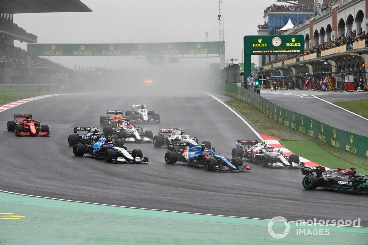Arranacada Lewis Hamilton, Mercedes W12, Antonio Giovinazzi, Alfa Romeo Racing C41, Esteban Ocon, Alpine A521, George Russell, Williams FW43B
