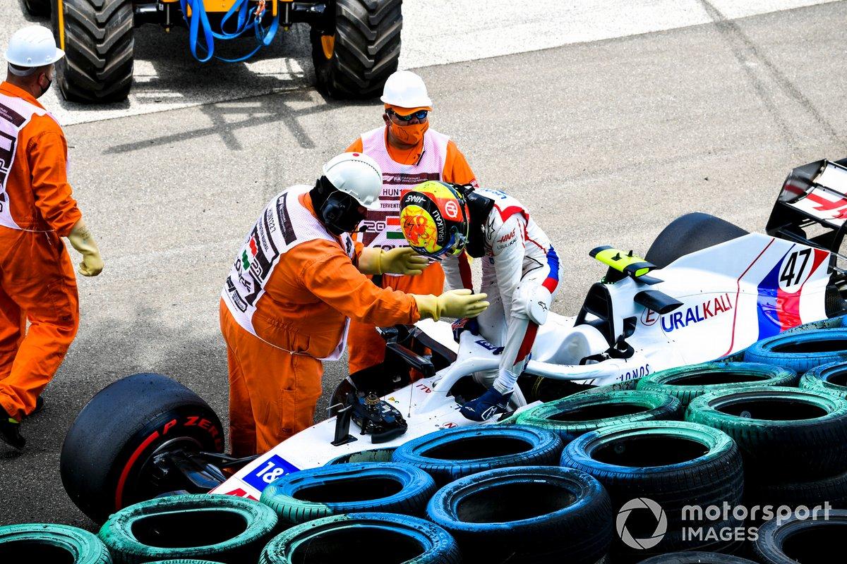 Авария Мика Шумахера, Haas VF-21, в тренировке