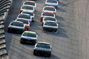 Restart: Kurt Busch, Chip Ganassi Racing, Chevrolet Camaro Monster Energy, führt