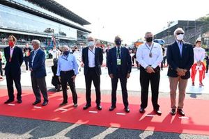 Chase Carey, Non Executive Chairman, Formula 1, Jean Todt, President, FIA, Stefano Domenicali, CEO, Formula 1, Ross Brawn, Managing Director of Motorsports, and dignitaries on the grid prior to the start