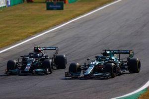 Valtteri Bottas, Mercedes W12, se bat avec Lance Stroll, Aston Martin AMR21