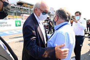 Jean Todt, President, FIA, greets some guests on the grid