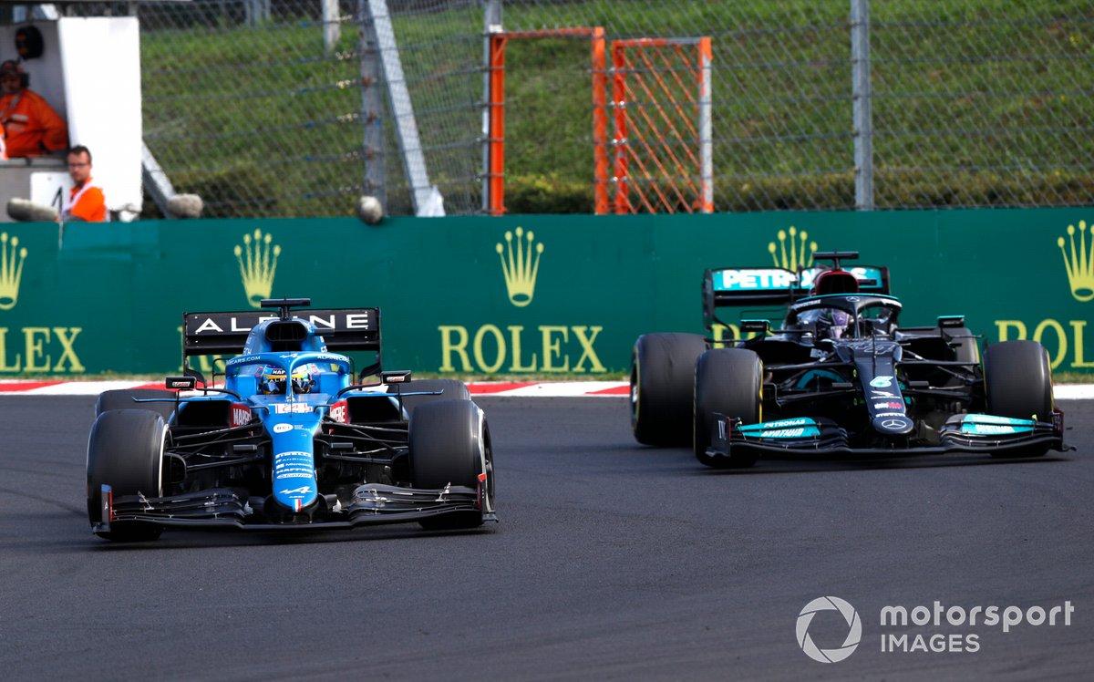Fernando Alonso, Alpine A521, Lewis Hamilton, Mercedes W12