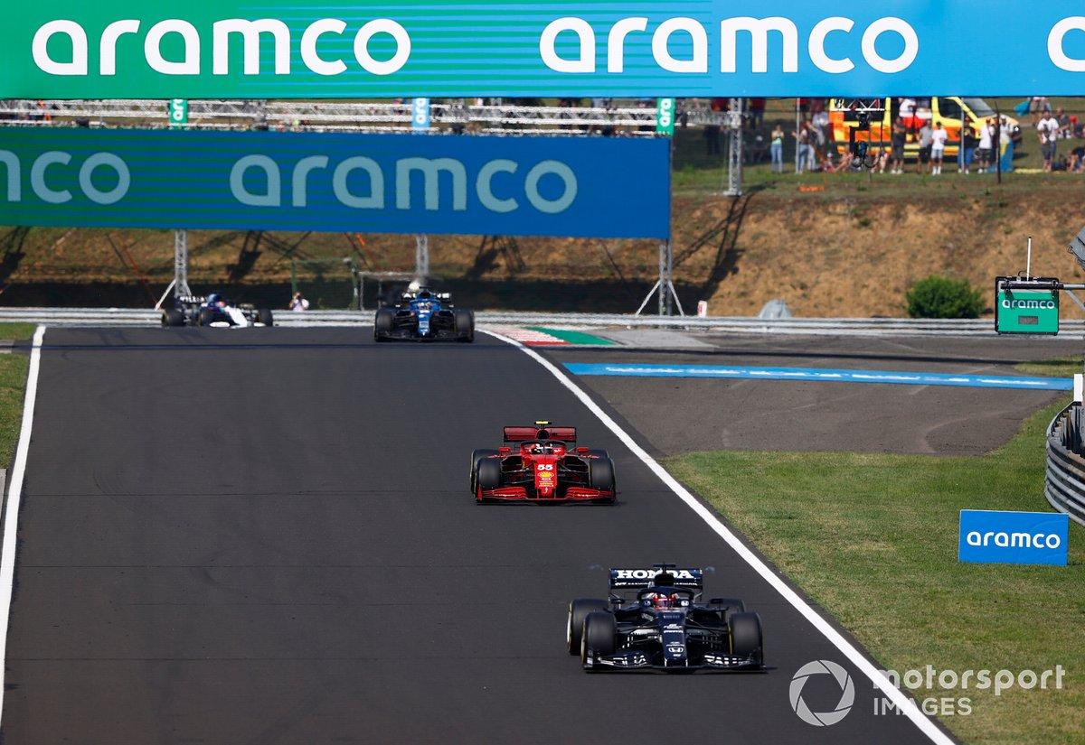 Yuki Tsunoda, AlphaTauri AT02, Carlos Sainz Jr., Ferrari SF21, Fernando Alonso, Alpine A521