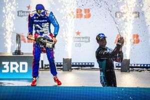 Alex Lynn, Mahindra Racing, 1st position, Mitch Evans, Jaguar Racing, 3rd position, celebrate with Champagne on the podium