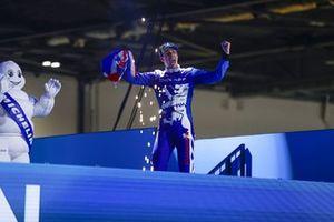 Alex Lynn, Mahindra Racing, 1ª posición, llega al podio