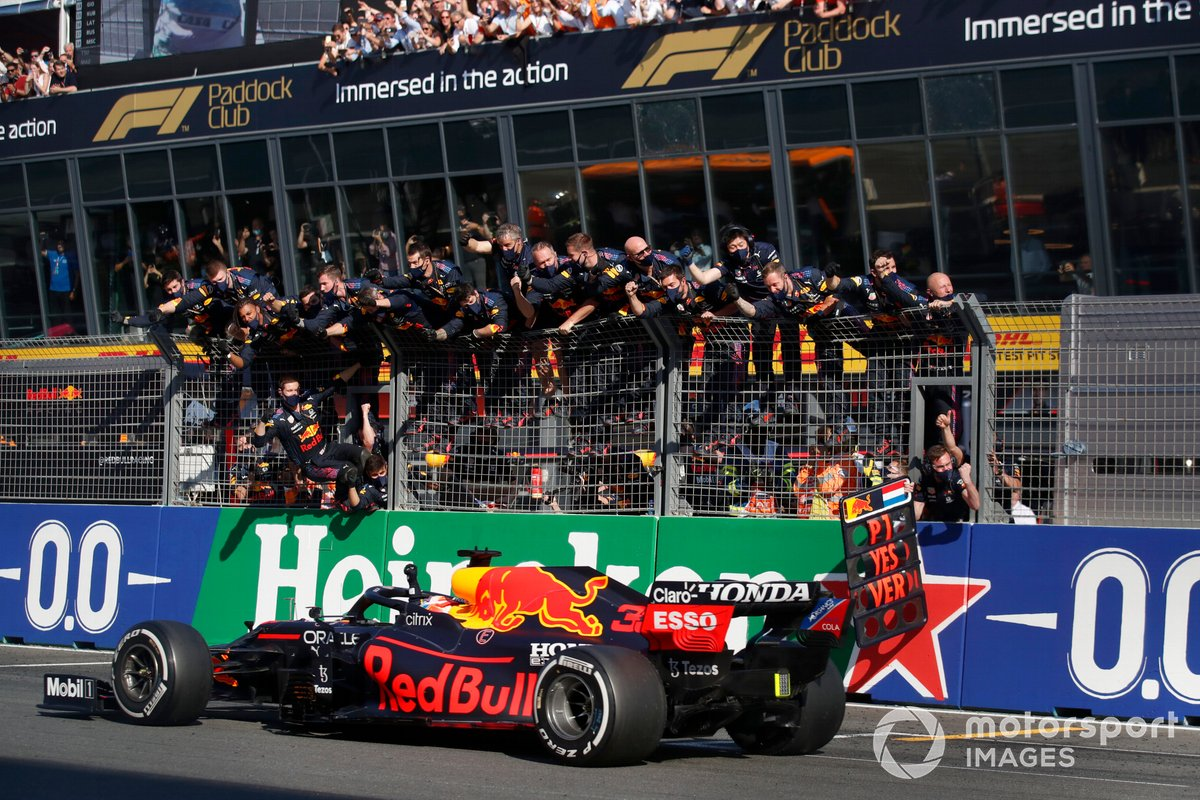 Ganador Max Verstappen, Red Bull Racing RB16B