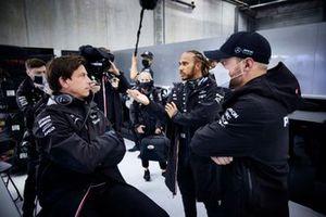 Toto Wolff, Team Principal and CEO, Mercedes AMG, Lewis Hamilton, Mercedes, and Valtteri Bottas, Mercedes, talk in the garage